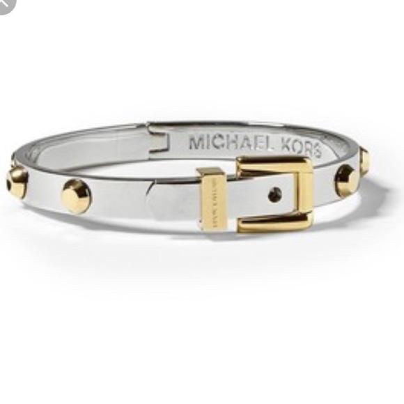 6b5ac4307a7fd Michael Kors Astor Stud Bracelet. M 5ab44f148af1c51b101a40bd